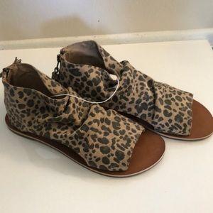 Billabong leopard sandals